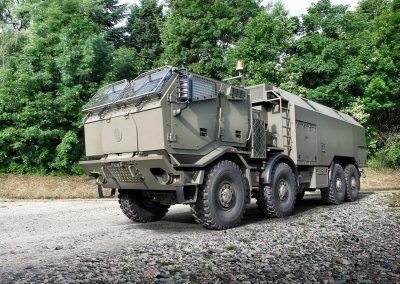 T815-7T3RD1_8x8_chassis_armoured_long_cab_02