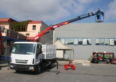 hidrauliskais celtnis HC Industrie Riga camion